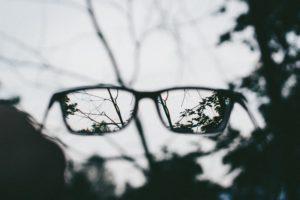 Hvam kan ta laseroperasjon for å bli kvitt brillene, spør folk. «Alle kan bli brillefri», pleier vi å svare.